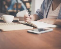 Os 15 melhores apps que te ajudam a estudar em casa sem gastar nada