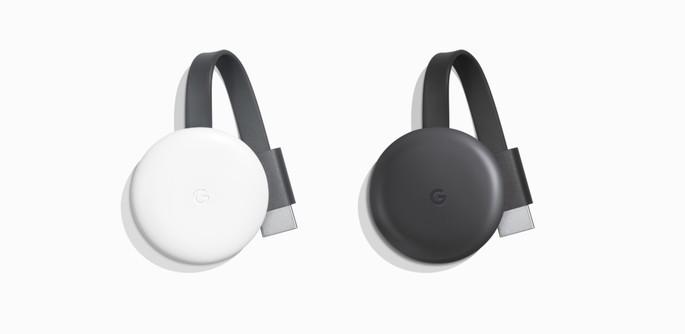 Imagem de divulgação do Chromecast com um dongle branco e outro preto