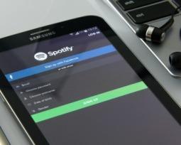 Saiba como baixar músicas e usar o Spotify offline