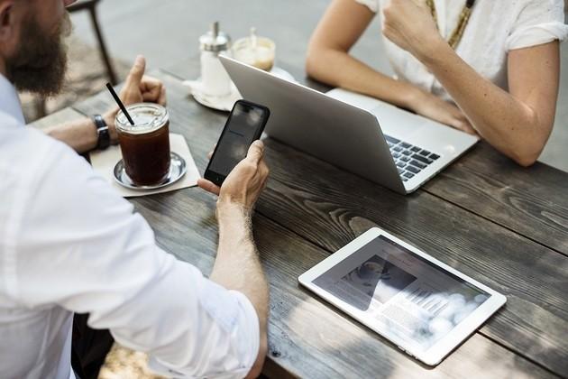 Computador, celular, tablet, internet WIFI