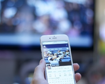Como conectar o celular à TV, seja ela smart ou não