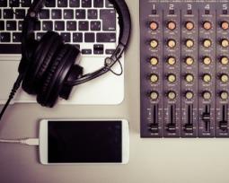 6 aplicativos de DJ para você comandar a festa pelo celular!