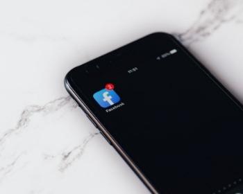 Como ativar o modo escuro e deixar o Facebook preto no celular e no PC