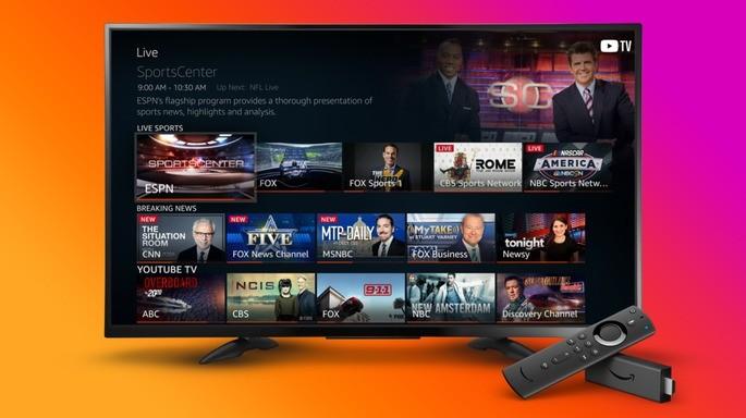 Aparelho de TV de tela plana ligado na tela inicial do sistema Fire OS