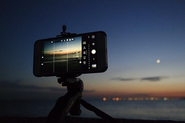 Foto com o celular à noite