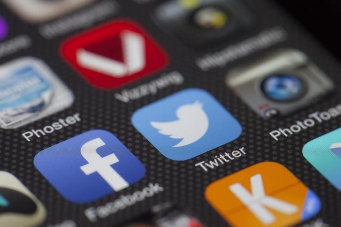 Tela de celular com vários apps