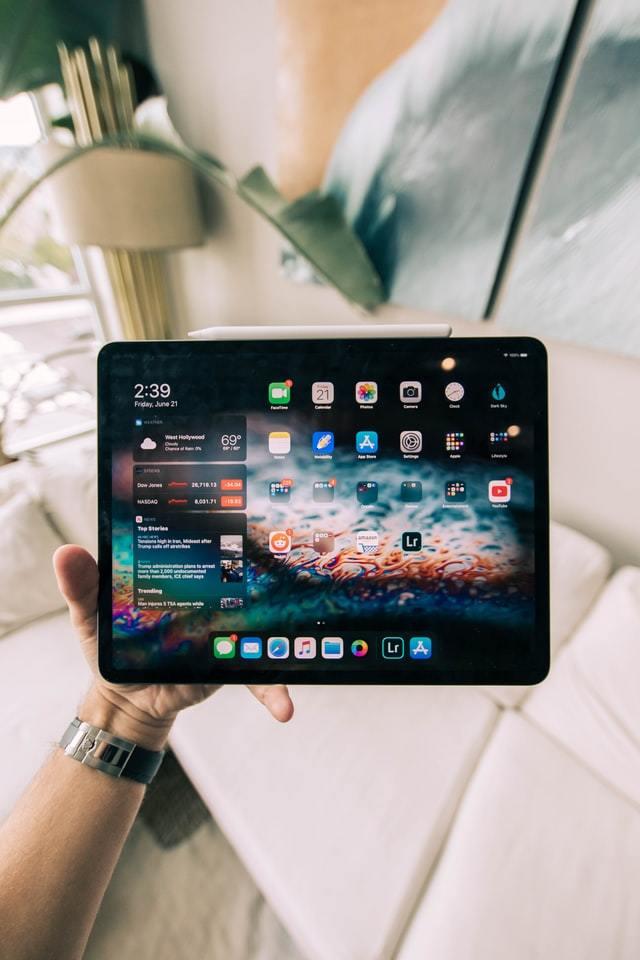 tablet com a tela ligada