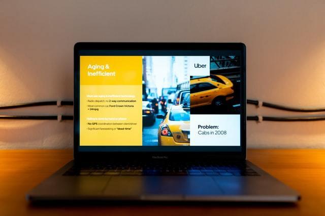 Notebook com apresentação de slide sobre Uber