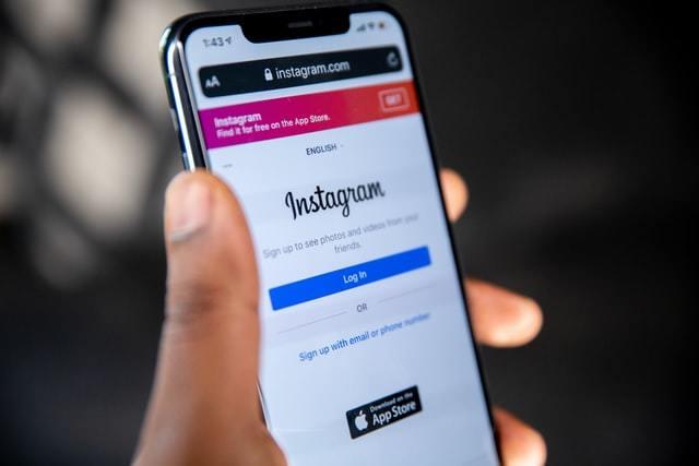 Site do Instagram acessado pelo navegador do celular