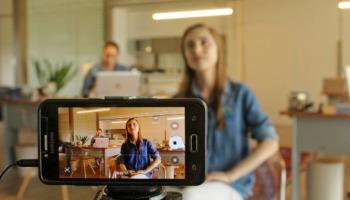 Descubra como usar o celular como webcam do PC via Wi-Fi ou cabo USB